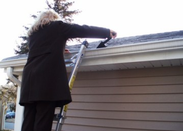 Prevent Winter Water Damage with Frost King's Roof De-Icing Kits